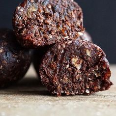 """Make these #Raw #Cocoa #Cashew #Truffles for #dessert tonight! Get the recipe by @thechocchart & 20 more of our fav #RawDessert recipes on the Raw #Desserts Feed on our Website 