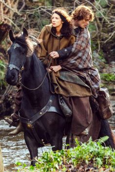 "Jamie & Claire Fraser return to their campsite after he dramatically rescues her at Fort William. | Outlander S1bE9 'The Reckoning' on Starz || Official Photos from 'Outlander' Episode 109, ""The Reckoning"""