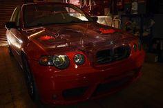 Es viernes y mi cámara lo sabe! Probando un poco de #lightpainting en @autoboxsantandreu      #ligtpainting #car #bmw #redcar #engine #motor #mecanico #mechanic #gasmonkey #lighting #lighter #racing #drift #drifting #total_shot #igers #igerscar #motorsport #tracciontrasera #nikon #nikonistas #d7100 #picoftheday #ivangilfotographer