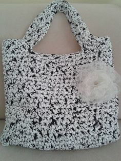 Jaqueline / Bielo-čierna háčkovaná kabelka