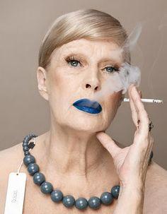 Crazy blue lipstick - Zuza Krajewska i Bartek Wieczorek Stylish Older Women, Granny Chic, Mature Fashion, Advanced Style, Glamour, Ageless Beauty, Aging Gracefully, Interesting Faces, Old Women