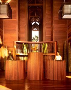 Hotels & Resorts, Extraordinary Luxurious Resort Interior Design In French Polynesia: Wooden Receptionist Desk With Beautiful Decoration