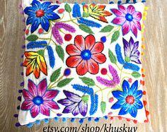 Almohada bordada motivo flores 16 x 16 ovejas y alpaca lana artesanal peruana textil fundas crema