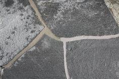 Oppdalskifer utvinnes rett sør for Oppdal og er en meget solid bergart som består av kvarts, feltspat og glimmer. Dette er den eldste av de norske skifertypene med en alder på 750 millioner år! Tile Floor, Flooring, Contemporary, Rugs, Home Decor, Farmhouse Rugs, Decoration Home, Room Decor, Tile Flooring