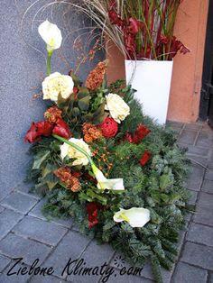 zielone klimaty - kwiaty Lublin: Stroiki i wiązanki na grób Floral Wreath, Wreaths, Plants, Decor, Floral Crown, Decoration, Door Wreaths, Deco Mesh Wreaths, Plant
