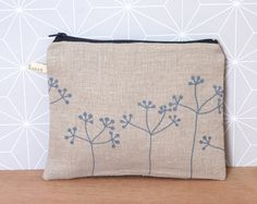Zipper pouch with flowers in grey by #LesMiniboux on Etsy 27€ - Click to see details and buy