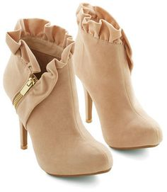 ruffled booties. PERFECTION. I seriously want to buy these right now!
