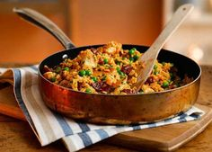 An authentic-tasting chicken and chorizo paella recipe that conjures up memories of sunny days in Spain. Visit Homemade for more recipes Bbc Good Food Recipes, Mexican Food Recipes, New Recipes, Dinner Recipes, Cooking Recipes, Ethnic Recipes, Mexican Paella Recipe, Easy Paella Recipe, Rice Recipes