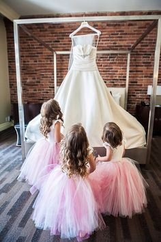 Pre Wedding Shots: Hanging Wedding Dress Ides You Will Love Marie's Wedding, Wedding With Kids, Wedding Poses, Trendy Wedding, Dream Wedding, Wedding Ideas, Bridesmaid Flowers, Bridesmaid Dresses, Wedding Dresses
