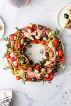Christmas Wreath Antipasto Skewers - An Easy and AMAZING Appetizer! Christmas Wreath Antipasto Skewers with peppered salami, mozzarella balls, olives, cherry peppers, artichokes and fresh basil. An easy healthy appetizer that's perfect for the holidays. Make Ahead Christmas Appetizers, Christmas Party Food, Holiday Appetizers, Healthy Appetizers, Appetizer Recipes, Holiday Recipes, Christmas Wreaths, Party Appetizers, Christmas Sweets