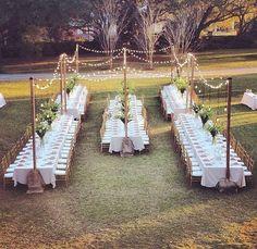 Nos ha encantado   Una distribución de mesas diferente donde hay sitio para familiares y amigos. ¡Adiós a las mesas redondas!   #distribuciondemesas #mesasalargadas #newideas #bodasdehoyendia #weddingblogger #weddingplanner #weddingphotography #bodas #novios #fincasdebodas #fincaszaragoza #fincalainsula #aragon #zaragoza #españa  vía @buganviliaevents