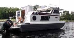 A clean rebuilt Steury Houseboat: My wife and I are moving to North Myrtle Beach shortly.  We have always dreamed of retiring onto a houseboat and traveling the intercoastal waterway.