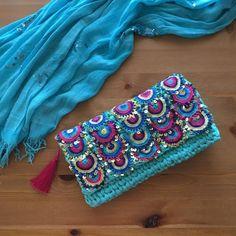 crochet model,knitting and free pattern. Crochet Case, Crochet Coin Purse, Crochet Purse Patterns, Crochet Purses, Knit Crochet, Trending Handbags, Crochet Shoulder Bags, Crochet Handbags, Crochet Slippers