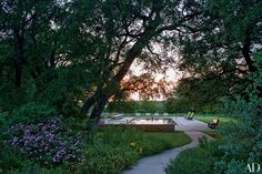 Prairie Chapel Ranch in Crawford, Texas is the peaceful country retreat of former President George W. Bush and First Lady Laura Bush. Prairie Chapel Ranch, Laura Bush, Jenna Bush, Texas Ranch, Indoor Outdoor Living, Outdoor Spaces, Outdoor Decor, Texas Homes, Celebrity Houses