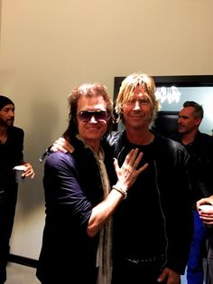 With brother Duff McKagan at the same event. Dug Pinnick is in the shot too ✌️