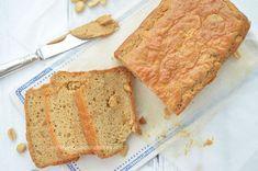 Eet je graag koolhydraatarm, dan is dit heerlijke pindakaasbrood echt iets voor jou. Het is voedzaam, zacht, smeuïg en heel eenvoudig om te maken.