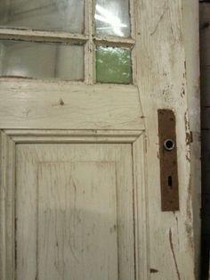 Alte Tür mit schönem Glas