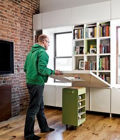 Important Design Truths Every Renter Should Remember bookshelves hidden by a fold-down table!bookshelves hidden by a fold-down table! Small Space Living, Small Spaces, Tiny Living, Fold Down Table, Drop Down Table, Compact Living, Apartment Living, York Apartment, Apartment Therapy