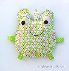 Fiona the Frog Crinkle Toy  Great Baby Gift  by angiebabygifts
