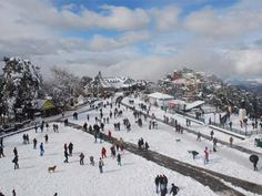 हिमाचल प्रदेश के अधिकांश इलाकों में तापमान हिमांक बिंदु से नीचे होने की वजह से शिमला और मनाली के रमणीय पर्यटक स्थलों पर सोमवार को और हिमपात हुआ