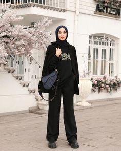 Hajib Fashion, Modern Hijab Fashion, Street Hijab Fashion, Muslim Fashion, Fashion Outfits, Hijab Casual, Hijab Outfit, Black Hijab, Hijab Fashionista