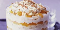 """Vanilla Pecan Peach Trifle (Easy No Bake Recipe!) This Vanilla Pecan Peach Trifle is a total show-stopper, but it's actually pretty easy to make (especially with a few box mix """"cheats"""") – Cocktails and Pretty Drinks Layered Desserts, Easy No Bake Desserts, Easy Baking Recipes, Köstliche Desserts, Summer Desserts, Chef Recipes, Food Recipes Summer, Plated Desserts, Dessert Simple"""