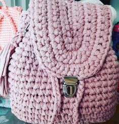Mochila de crochê! Chanel Boy Bag, Crochet Projects, Projects To Try, Shoulder Bag, Boys, Fashion, Crochet Pouch, Knitting And Crocheting, Tricot