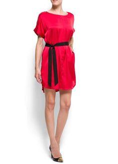 Mango - Vestido satinado oversize con cuello redondo, manga corta vuelta, bajo redondeado y cinta de grosgain en contraste con lazo a la cintura