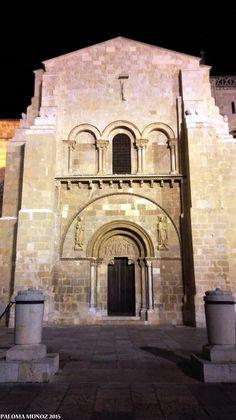 Real Colegiata de San Isidoro de León. En esta basílica se guardan los restos de los reyes de León en un fabuloso panteón románico con espléndidas pinturas. Siglos XI-XII. Royal Collegiate Church of Sain Isidoro of León.