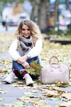 Rendi più confortevoli le #Converse in inverno indossandole con calzettoni in lana a contrasto o scaldamuscoli. #outfit