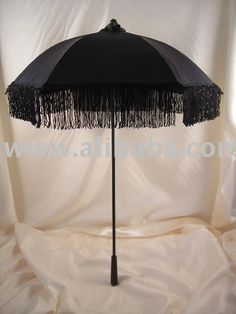 Victorian_Parasol_with_Fringe.jpg (480×640)