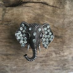Bring one of the world′s most majestic creatures into your home with these fun elephant-shaped drawer knobs! Elephants are the largest land mammals, known for their docile appearance and fierce loyalty. Any animal-lover will be delighted to have these elephant furniture knobs sparkling on their cabinet or dresser! Technical Details=============Material: MetalColor: Silver with clear crystalsLength: 38mm (1.5 inch)Width: 37mm (1....
