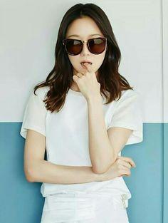 Round Frame Sunglasses, Cat Eye Sunglasses, Sunglasses Women, Lee Sun Kyun, Gong Hyo Jin, Kim Woo Bin, Korean Actresses, New Wardrobe, My Idol