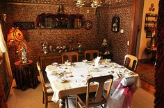 1800's Rooms | Breakfast Room : Sets up to 6 people. Walls and ceilings are papered ...