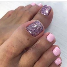 """Mujer Bella on Instagram: """"🌸Pedicura perfecta 🌸✖️Visita nuestro perfil @revistamujerbella para ver más diseños y síguenos✖️ #uñas #nails #manicura #manicurapermanente…"""""""