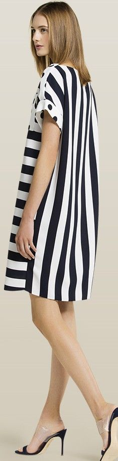 Black &White stripped midi dress for Carolina Herrera Stylish Dresses, Cute Dresses, Short Dresses, Stripes Fashion, White Fashion, Modest Fashion, Fashion Dresses, Moda Casual, Plus Size Fashion