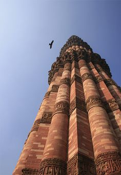 Qutub Minar, New Delhi This tower seems to be composed by many pillars, there is a particular succession of details and plain areas.