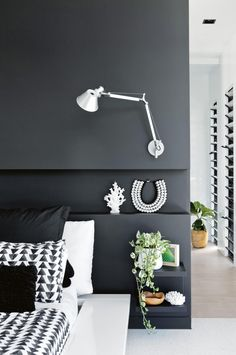 You have to see this monochrome glass house Gold Bedroom Decor, Modern Bedroom Decor, Mission Style Homes, Space Interiors, White Interiors, Black And White Interior, Monochrome Interior, Black Rooms, Glass House