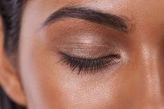 From microblading to HD brows, we round up everything you ever wanted to know about maintaining your eyebrows Cara style here on Grazia - http://lifestyle.one/grazia/hair-beauty/makeup/eyebrow-guide-2/