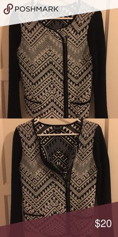 Printed cardigan/blazer Sweater material Lucky Brand blazer/cardigan. Off center front zipper with 2 small pockets in the front. Lucky Brand Sweaters Cardigans