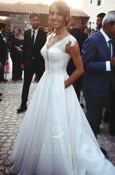 Strepitoso matrimonio a Tenuta San Domenico. Rossana con abito da sposa esclusivo by L'Atelier Elena Colonna.