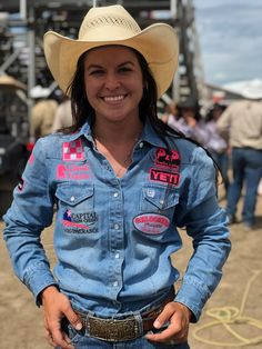 BREAKING: Hailey Kinsel SHATTERS the Calgary Stampede barrel racing record 😱Jennifer Sharp broke it first this afternoon with a then Hailey answered with a 🔥🔥🔥 Barrel Racing Saddles, Barrel Racing Horses, Barrel Horse, Farm Clothes, Horse Show Clothes, My Horse, Horse Girl, Jess Lockwood, Barrel Racing Quotes