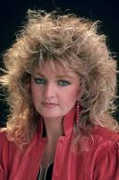 Picture of Bonnie Tyler Short Choppy Haircuts, Formal Hairstyles For Short Hair, Hairstyles With Bangs, 80s Hairstyles, Bob Haircut For Girls, Haircut For Thick Hair, Girl Haircuts, Tina Turner, Thick Hair