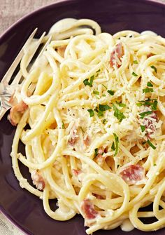 Pasta Carbonara – Bacon, Parmesan and PHILADELPHIA Cream Cheese are the stars of this delicious take on the classic pasta dish. Plus, it takes less than 30 minutes to make! This carbonara is a clear winner in our eyes. Kraft Recipes, Pasta Recipes, Dinner Recipes, Cooking Recipes, Healthy Recipes, Spaghetti Recipes, Pasta Carbonara, Pasta Cheese, Eating Clean