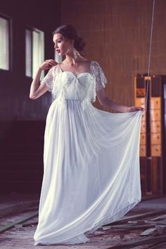 lace sleeved chiffon wedding dress