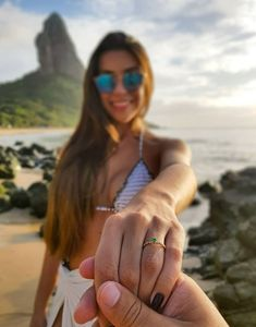 Beaux Couples, Cute Couples, Cute Relationship Goals, Cute Relationships, Beach Pictures, Couple Pictures, Beach Poses, Couple Beach, High Cut Bikini