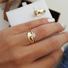 27 Simple Engagement Rings For Girls Who Love Classic Style simple engagement rings rose gold classic round diamond Thick Wedding Bands, Vintage Diamond Wedding Bands, Wedding Bands For Her, Stacked Wedding Rings, Rose Gold Engagement Ring, Vintage Engagement Rings, Brautring Sets, Wedding Ring Designs, Bridal Ring Sets