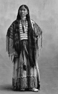 A pic of a Cheyenne woman, Woxie Haury, in a ceremonial dress. The Native American dress is made from three different hides: 1 worn as a poncho on top with 2 sewn together for the skirt. The dresses were sewn by hand using porcupine quills as needles. Native American Beauty, Native American Photos, Native American Tribes, Native American History, American Indians, African History, American Symbols, American Girl, Navajo