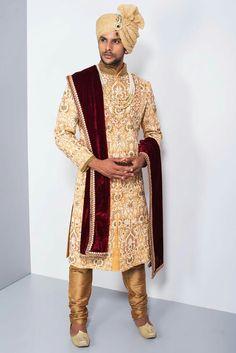 EKAKSH - yellow and white heavy embroidered sherwani #flyrobe #groom #groomwear #groomsherwani #sherwani #flyrobe #wedding #designersherwani