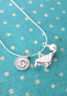 Personalised Silver Birdie Necklace, Love bird, woodland garden weddings, pearl letter necklace, Bridesmaid Necklace, Bridal Jewelry, www.glitzandlove.com